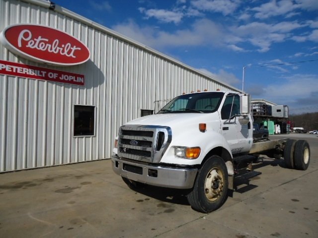 2004 FORD F750 NON SLEEPER
