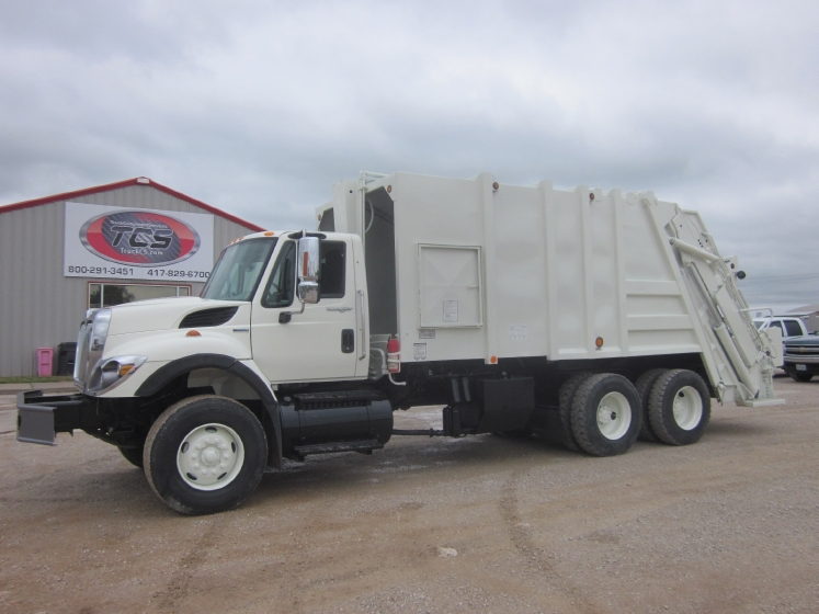 2008 INTERNATIONAL 7400 NON SLEEPER